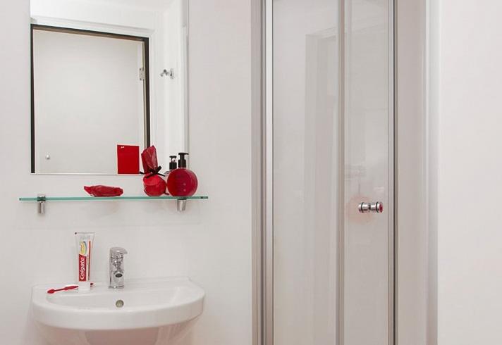 Athena-Studios-Birmingham-Bathroom-Unilodgers