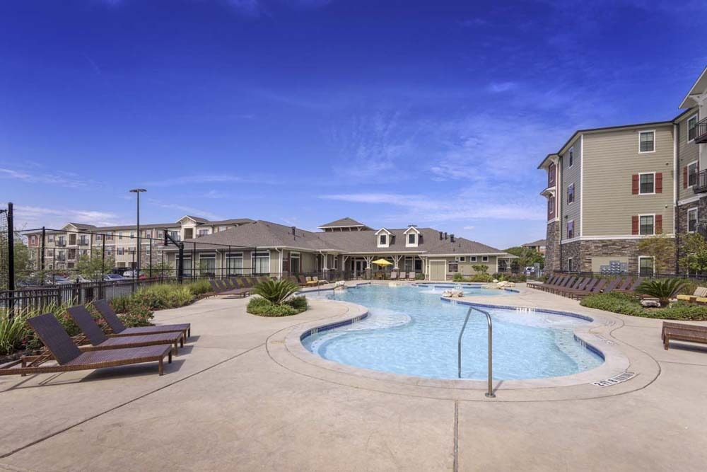 Aura-San-Marcos-TX-Swimming-Pool-Unilodgers