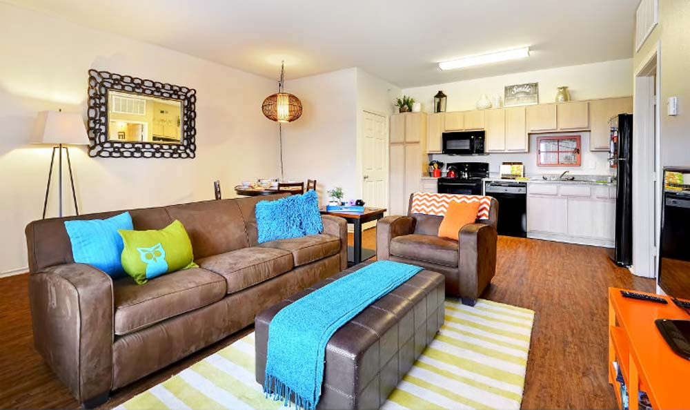 Avenue-East-Stillwater-OK-Living-Area-With-TV-Unilodgers