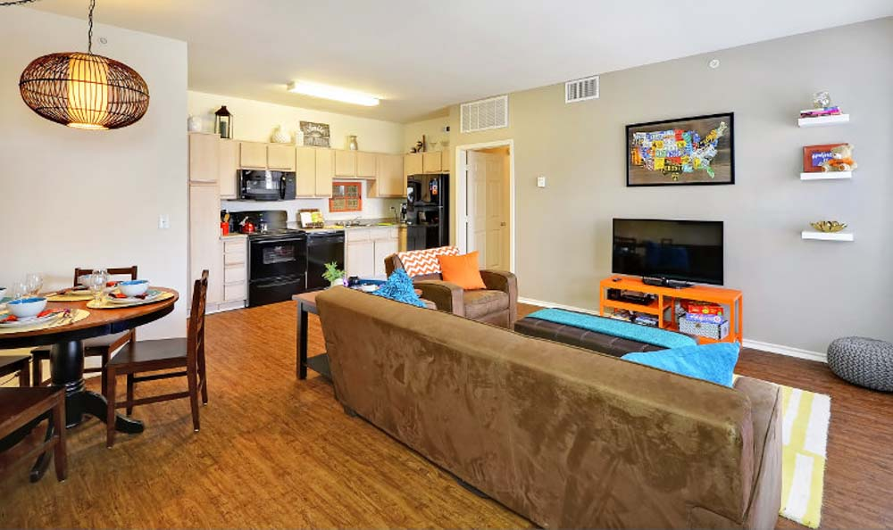 Avenue-East-Stillwater-OK-Living-Area-with-Dining-Table-Unilodgers