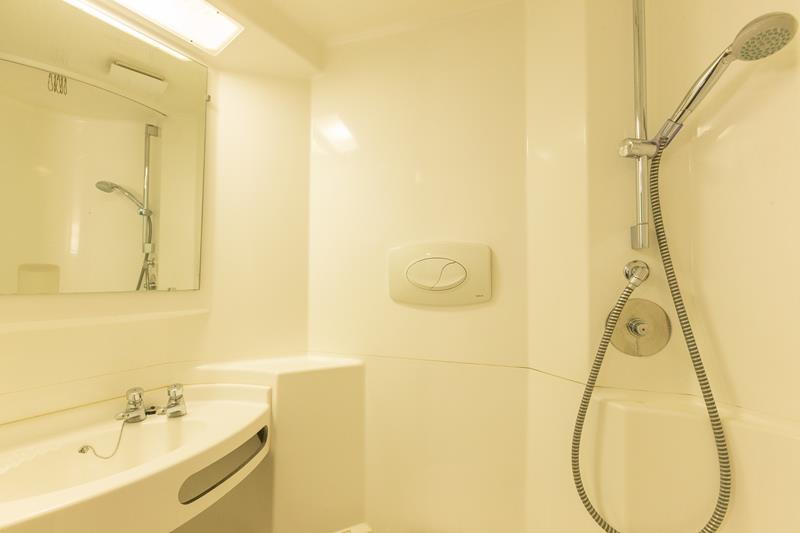 Axo-Suffolk-Ipswich-Bathroom-Unilodgers