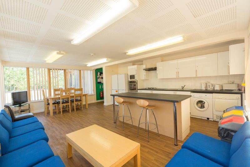 Axo-Suffolk-Ipswich-Living-Area-With-Kitchen-Unilodgers