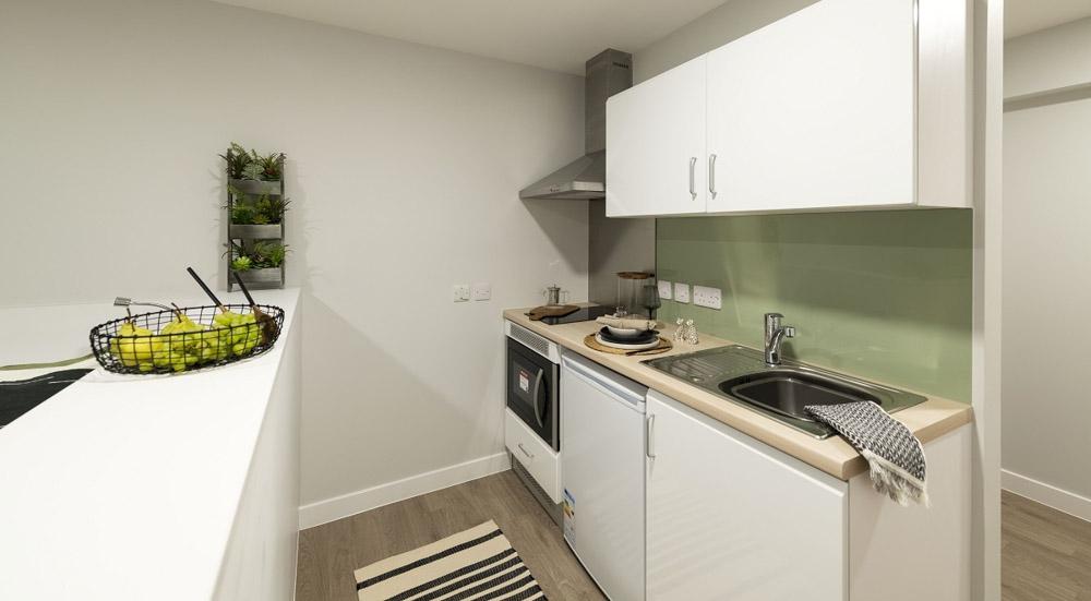 Base Glasgow-Kitchen-Unilodgers