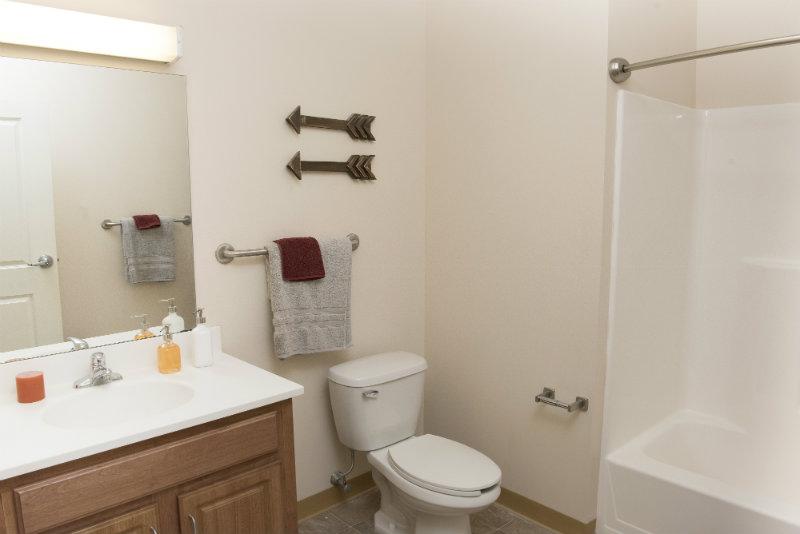 Bayside-Village-Portland-ME-Bathroom-Unilodgers