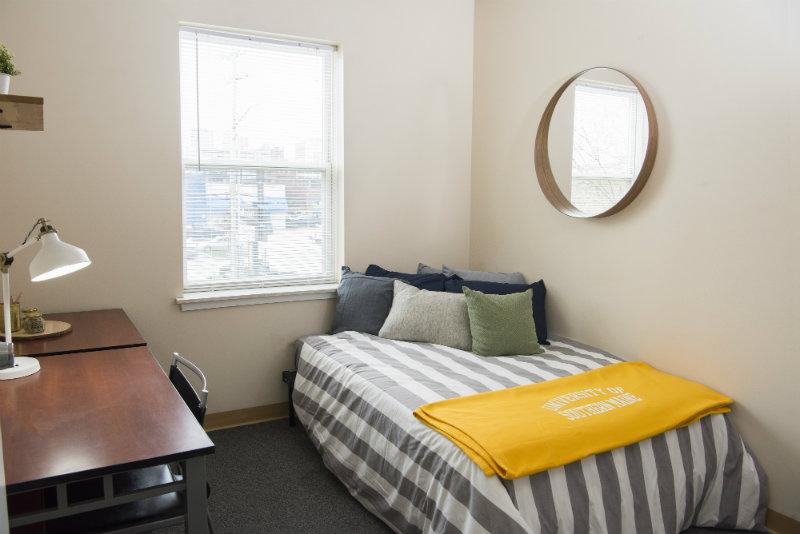 Bayside-Village-Portland-ME-Bedroom-2-Unilodgers