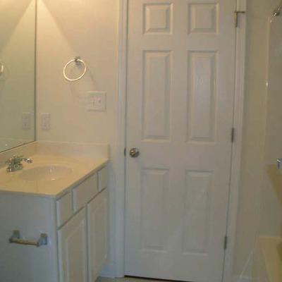 Blue-Ridge-Apartments-Raleigh-NC-Bathroom-Unilodgers