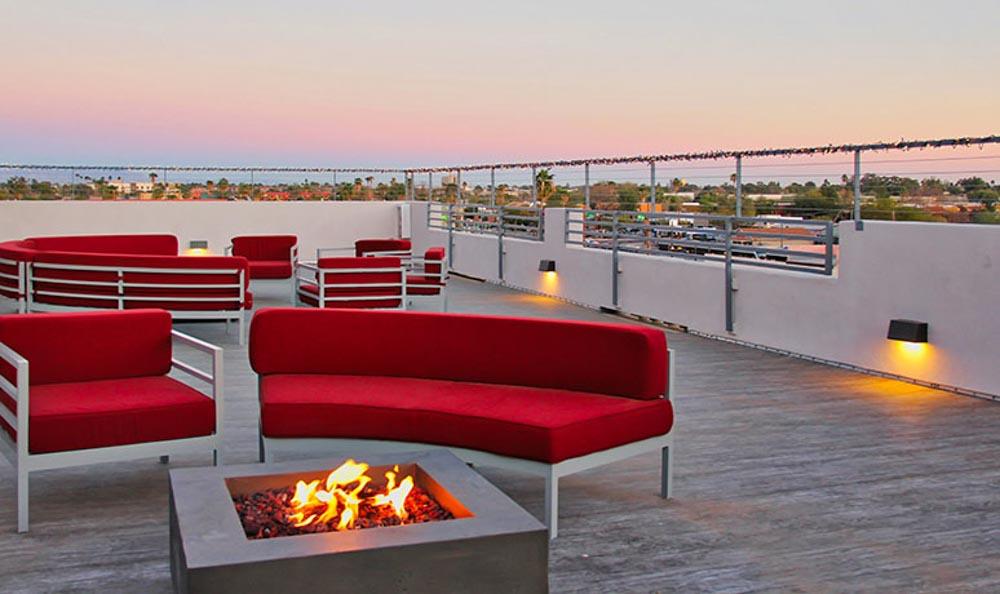 Boulevard-1900-Tempe-AZ-Sky-Courtyard-With-Fire-Pit-Unilodgers