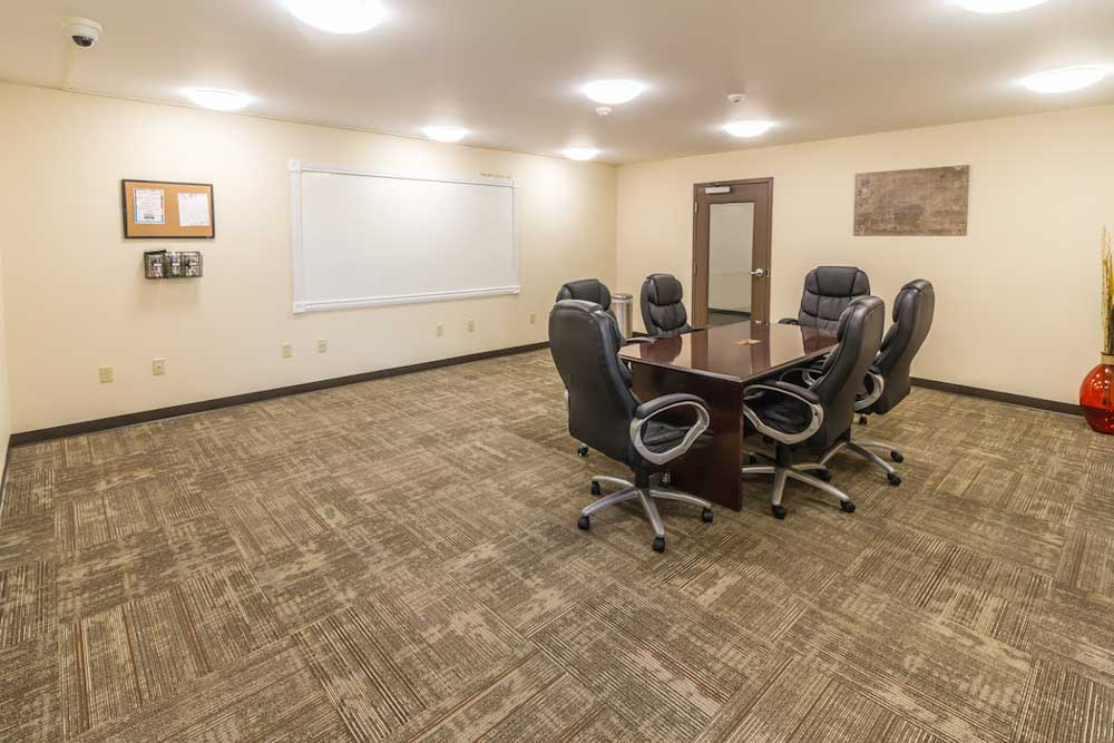 Broad-Street-Commons-Plattsburgh-NY-Conference-Room-Unilodgers