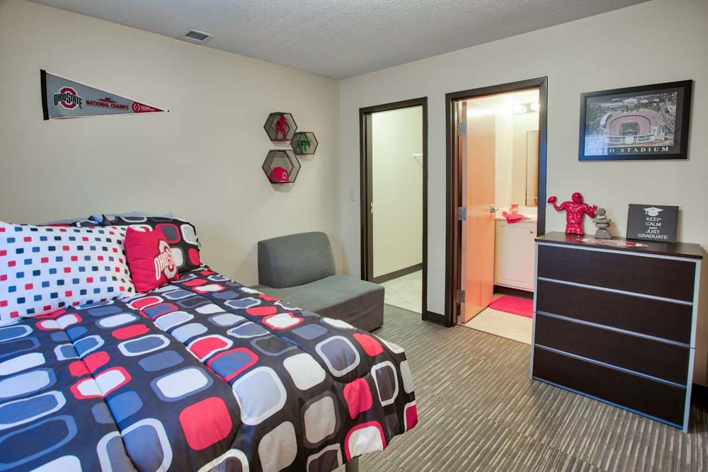 Buckeye-Village-Mansfield-OH-Bedroom-Unilodgers
