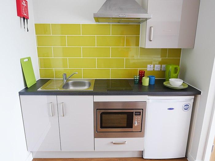 Burgess-House-Newcastle-Kitchen-Area-Unilodgers