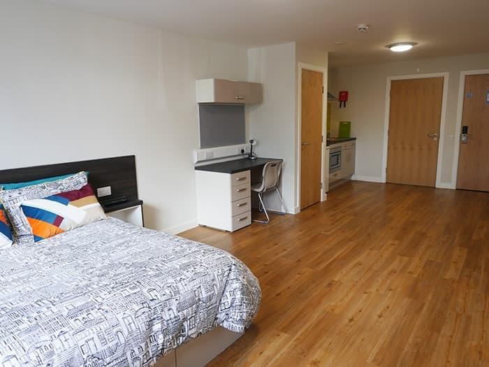 Burgess-House-Newcastle-Premium-Studio-1-Unilodgers