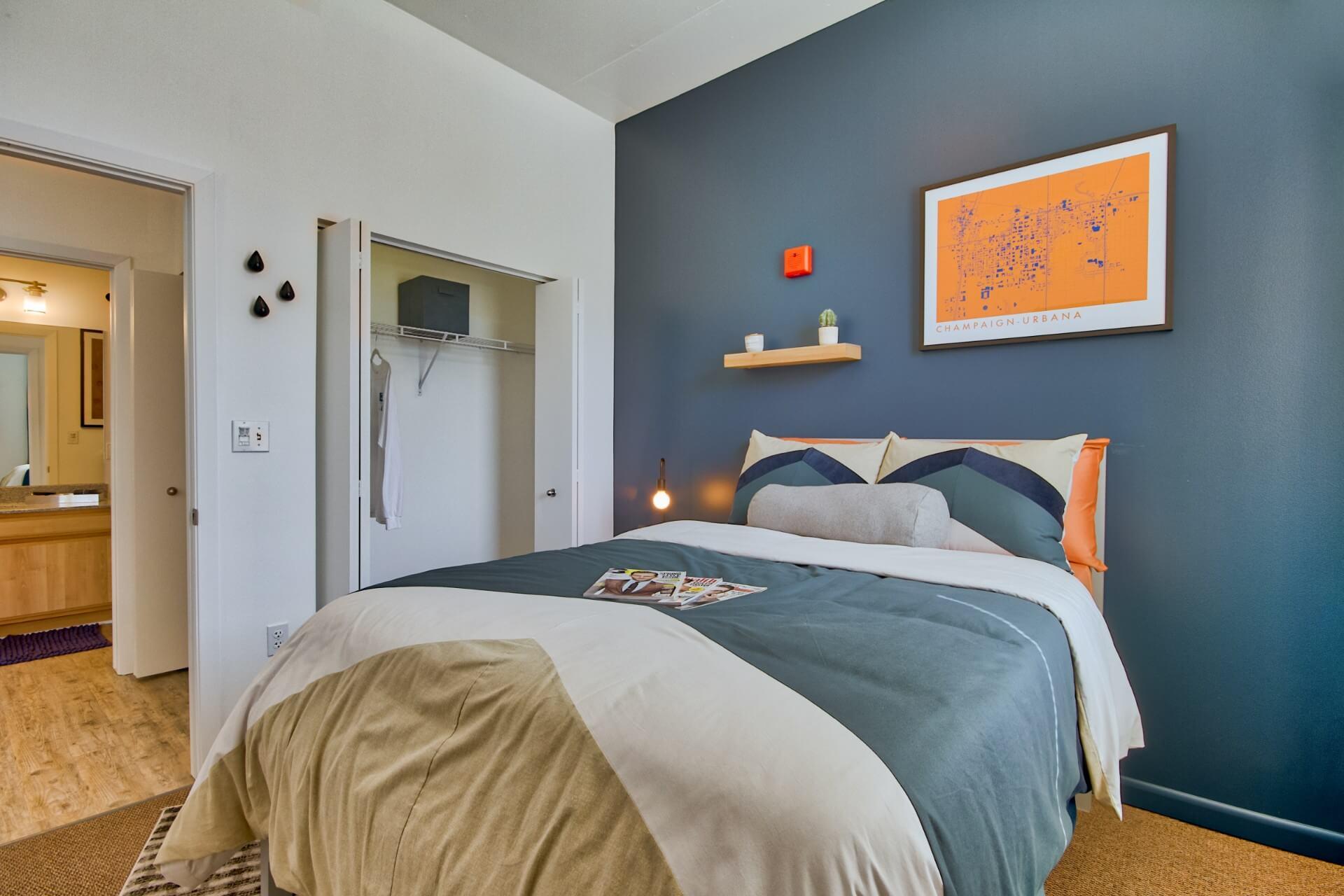 Burnham-310-Champaign-IL-Bedroom-Unilodgers