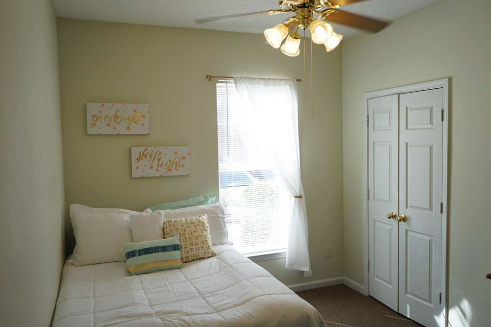 CEV-Clemson-Clemson-TX-Bedroom-Unilodgers