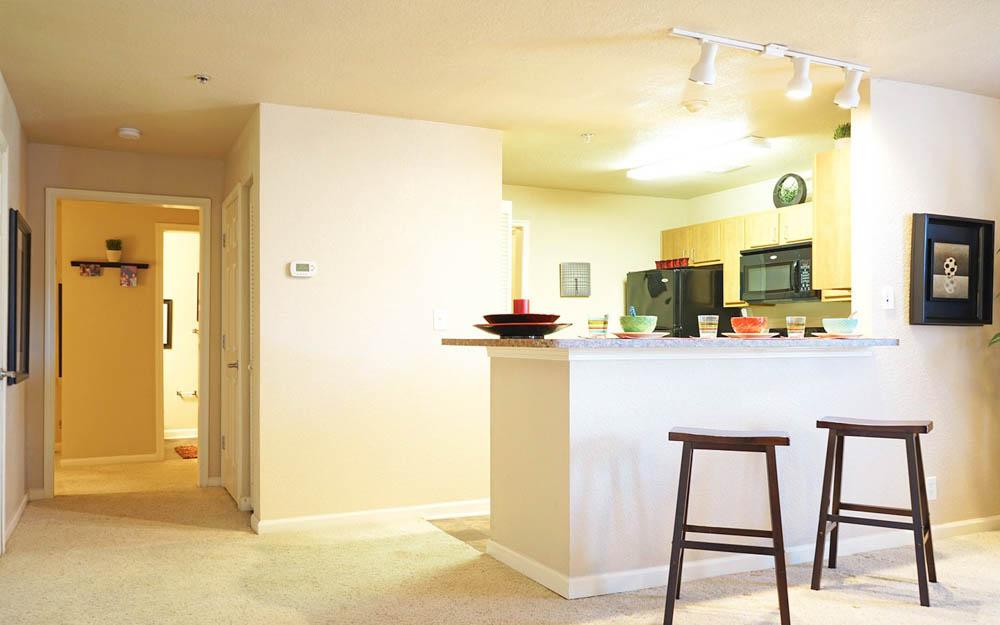 CEV-Upstate-Spartanburg-SC-Kitchen-With-Breakfast-Bars-Unilodgers