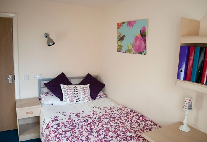 Cambridge House-Manchester-Bedroom 2-Unilodgers