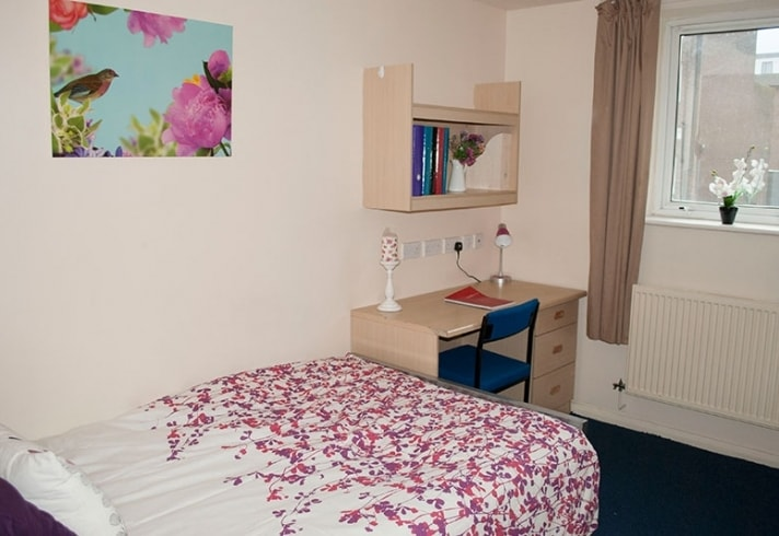 Cambridge House-Manchester-Bedroom-Unilodgers