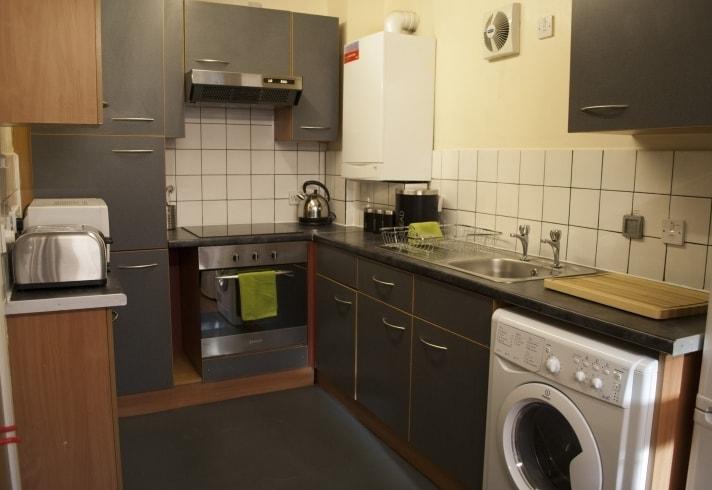 Cambridge House-Manchester-Kitchen-Unilodgers