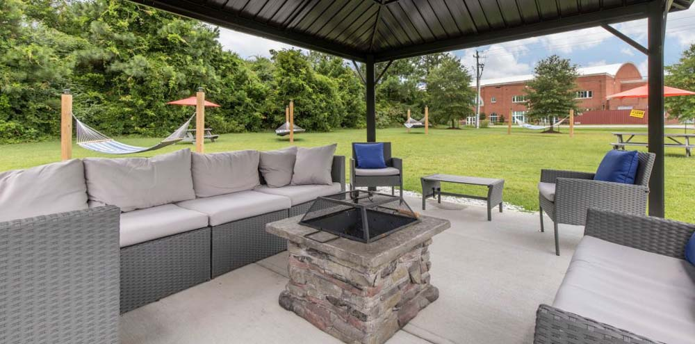 Campbell-Creek-Lillington-NC-Outdoor-Courtyard-With-Firepit-Unilodgers