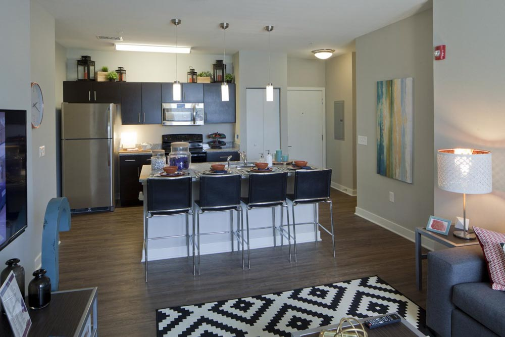 Campus-Circle-Urbana-IL-Kitchen-With-Breakfast-Bar-Unilodgers