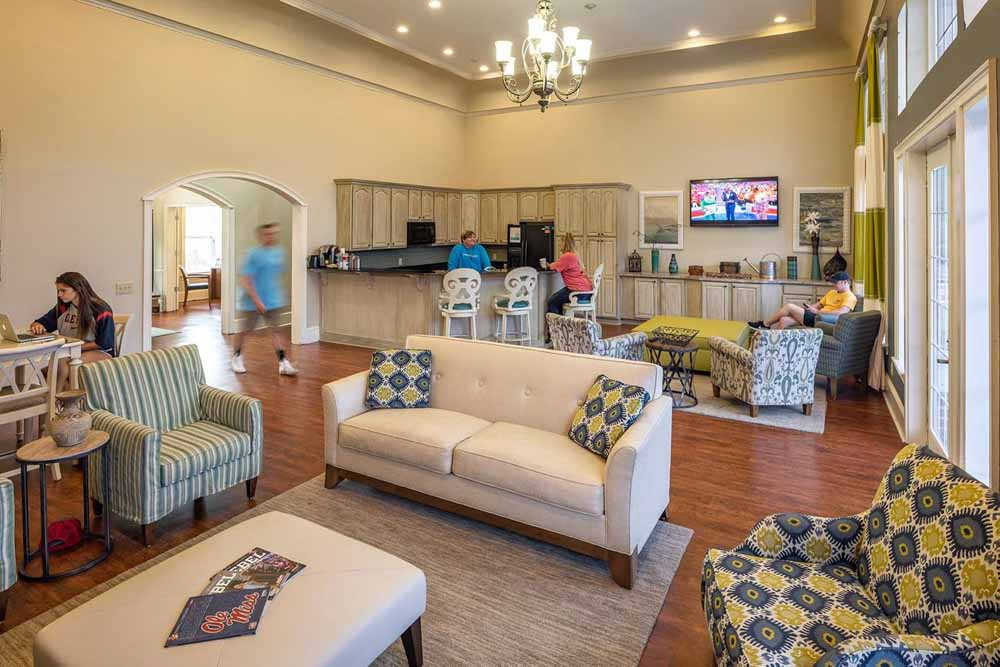 Campus-Creek-Oxford-MS-Common-Room-Unilodgers