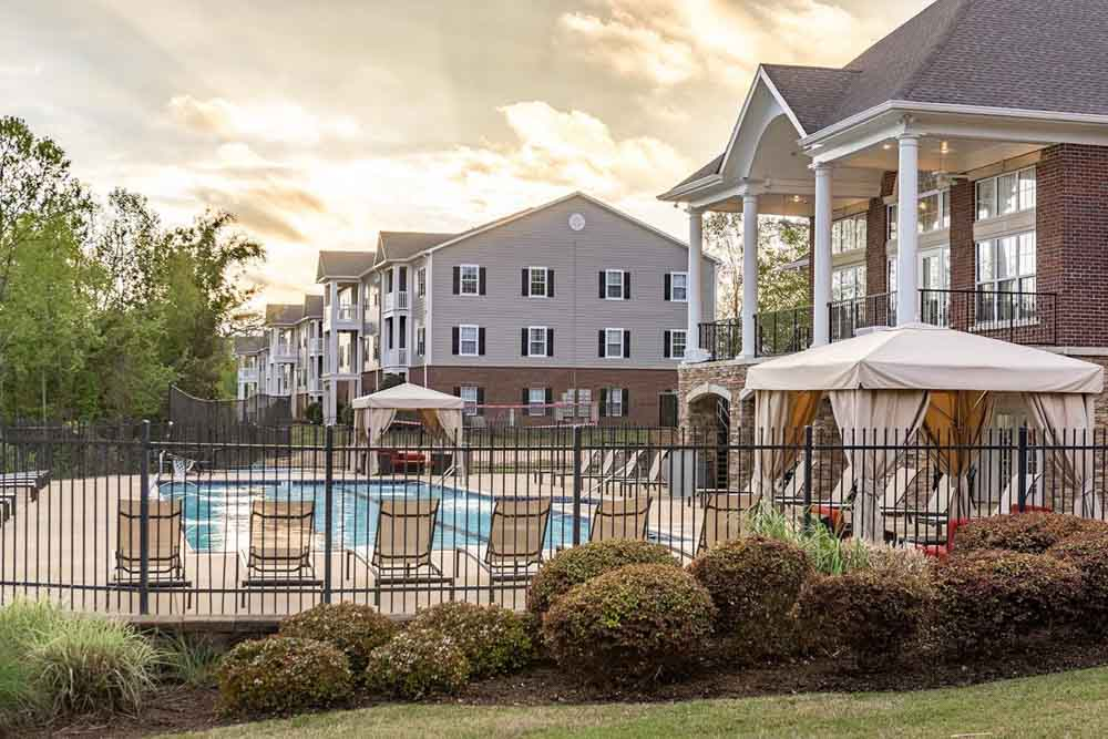 Campus-Creek-Oxford-MS-Swimming-Pool-Unilodgers