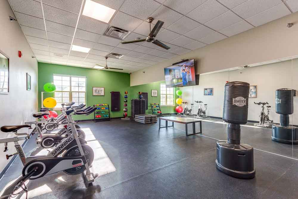 Campus-Village-At-College-Station-TX-Gym-1-Unilodgers