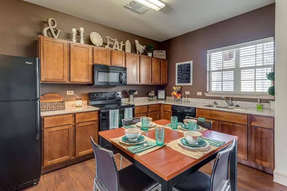 Campus-Village-At-College-Station-TX-Kitchen-1-Unilodgers