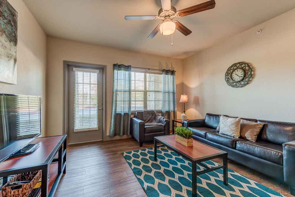 Campus-Village-At-College-Station-TX-Living-Room-Unilodgers