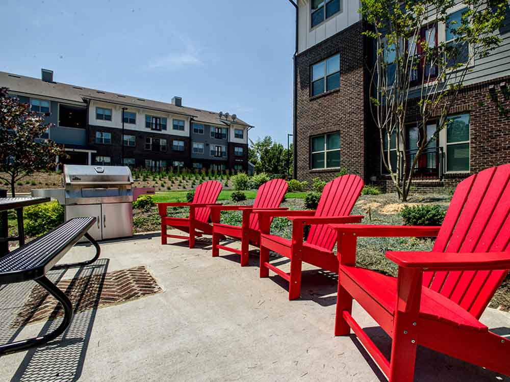 Campus-West-At-Tryon-Raleigh-NC-Outdoor-Courtyard-Unilodgers