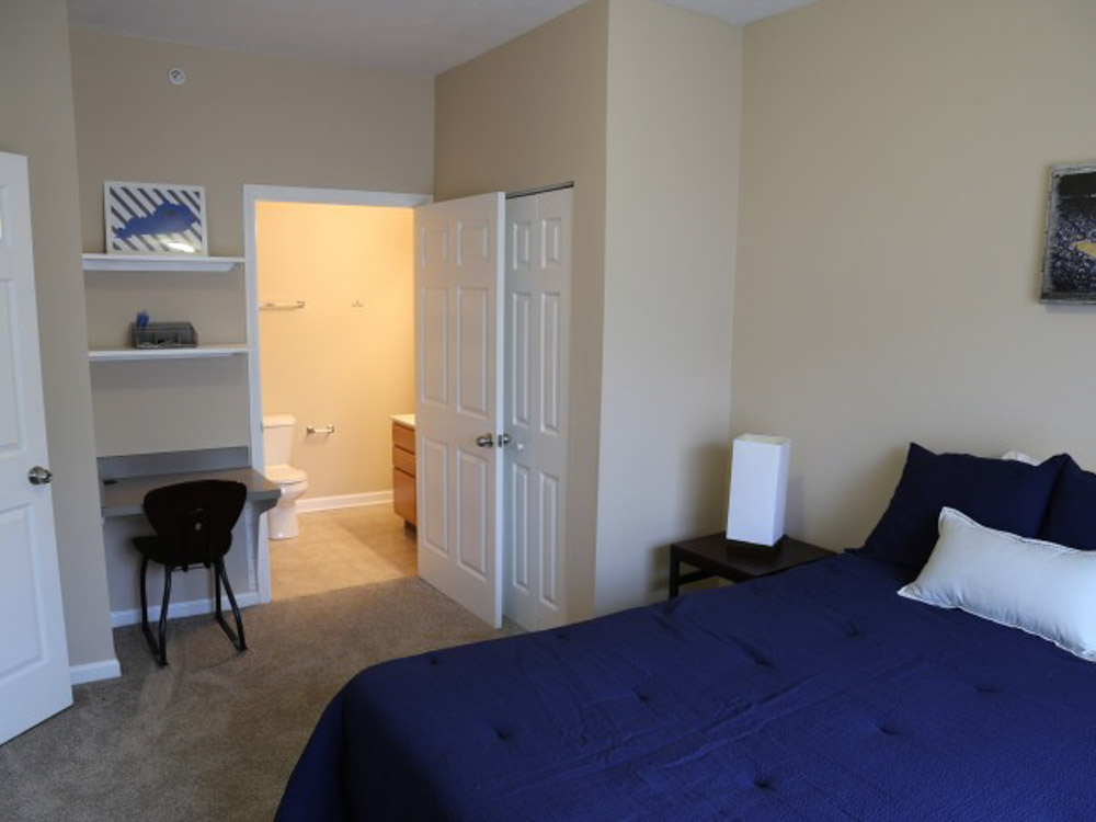 Campus-Court-At-Red-Mile-Lexington-KY-Bedroom-Unilodgers