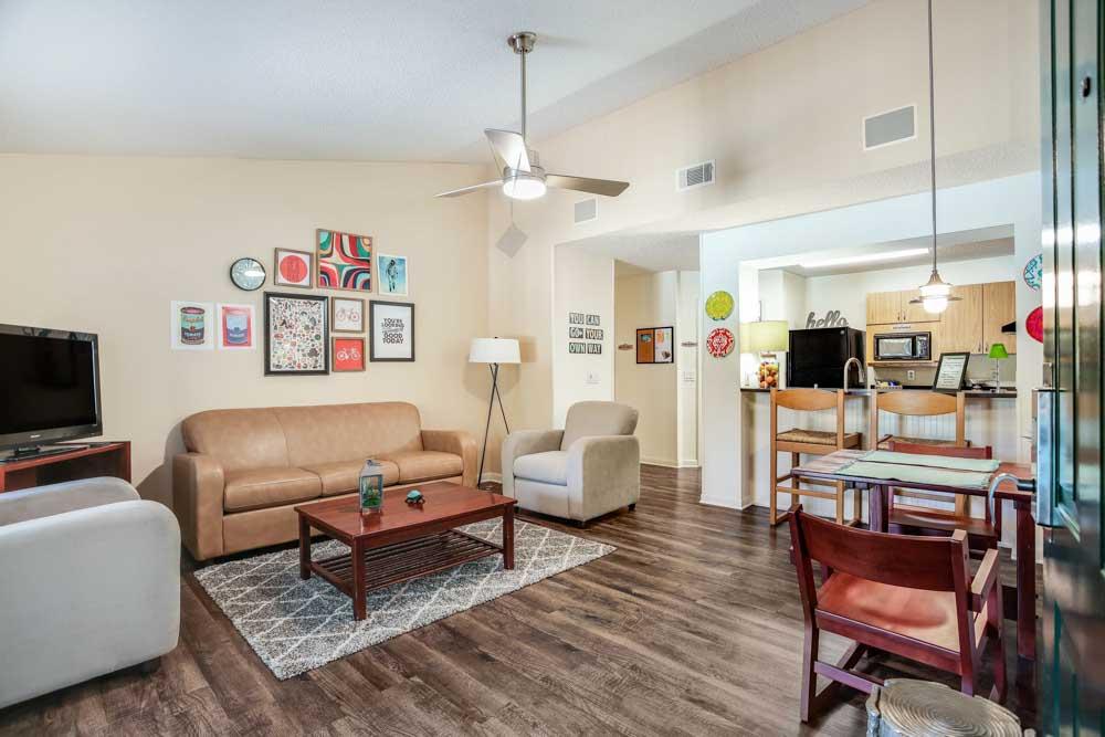 Campus-Lodge-Gainesville-FL-Kitchen-Unilodgers
