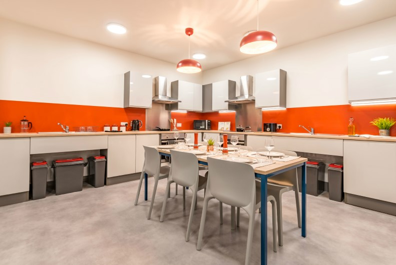Capital-House-Southampton-Shared-Kitchen-Dining-Area-Unilodgers
