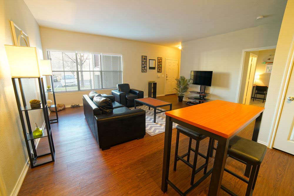 CastleRock-at-Denton-TX-Living-Area-With-TV-Unilodgers