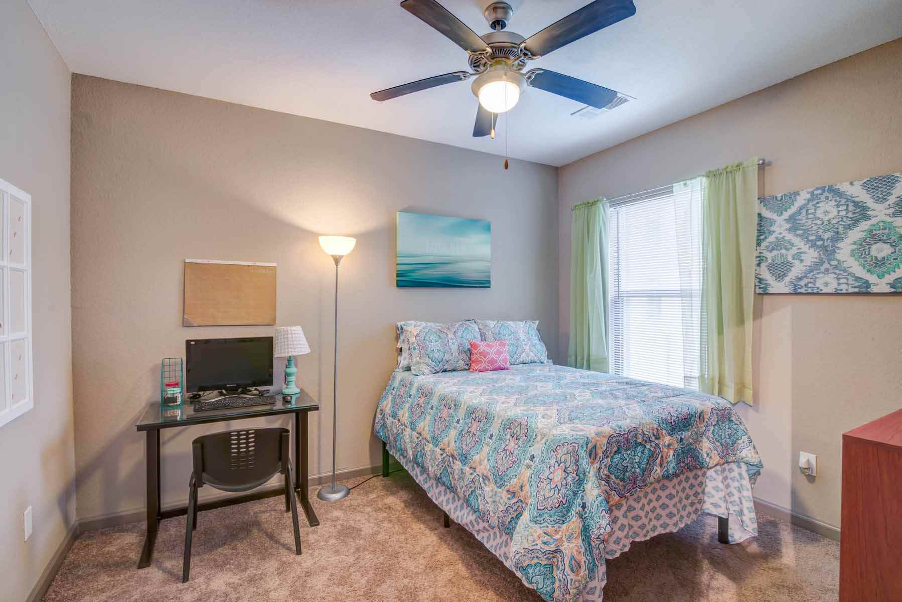 Catalyst-Tallahassee-Bedroom-Unilodgers