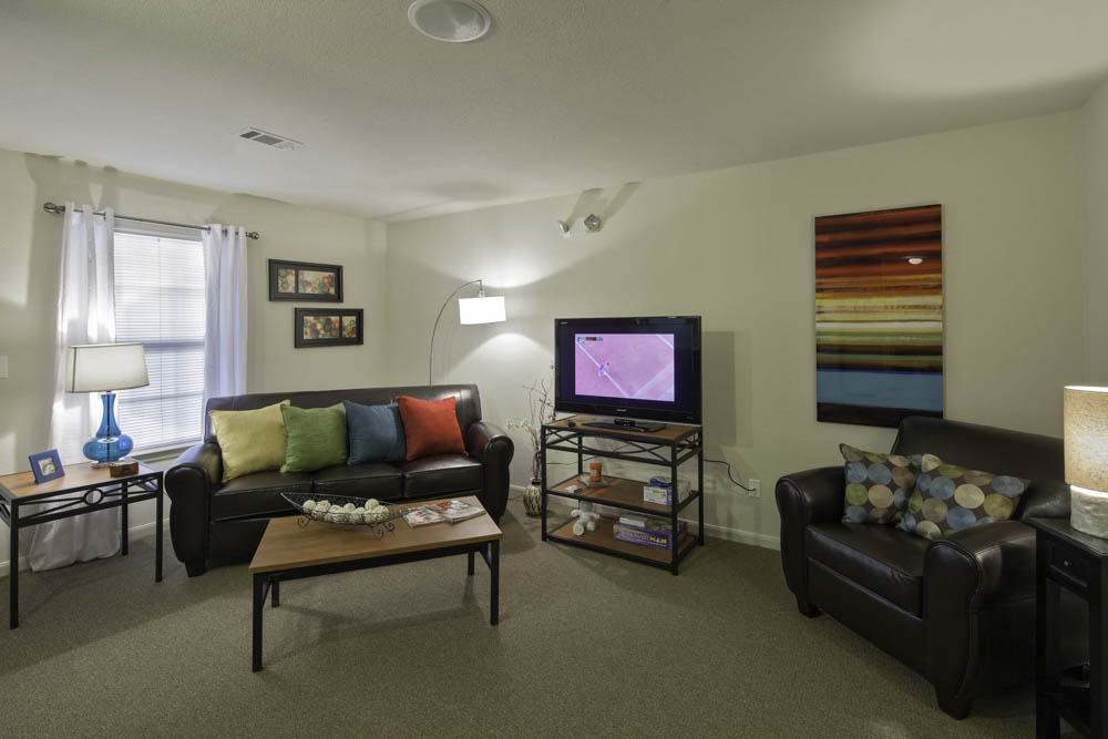 Cayce-Cove-Cayce-SC-Living2-Unilodgers