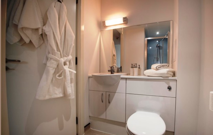Centro-Court-Studios-Aberdeen-Bathroom-Unilodgers