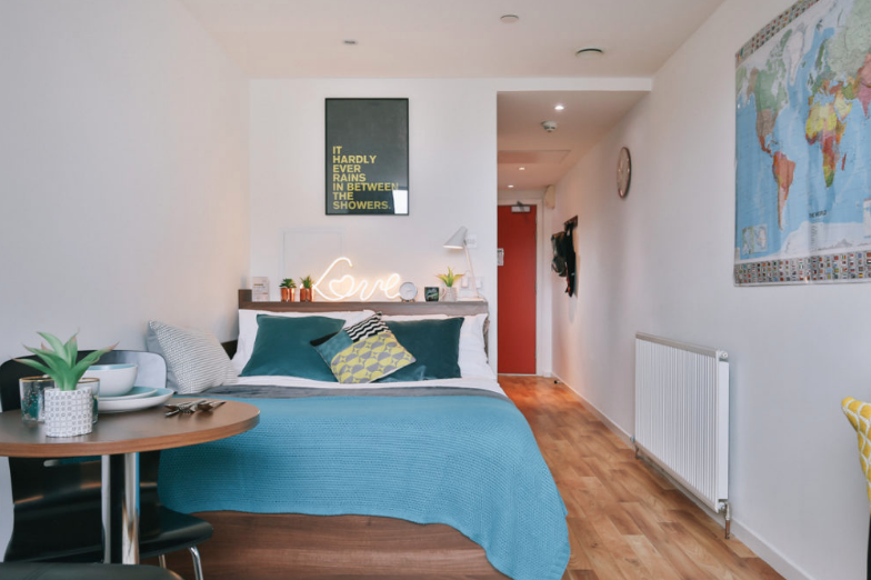 Centro-Court-Studios-Aberdeen-Bedroom-Unilodgers