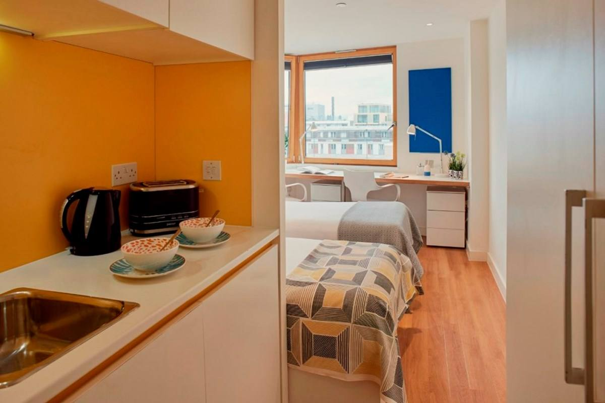 Chapter-Aldgate-London-Bronze-Studio-Twin-Bed-Shared-Kitchen-Unilodgers