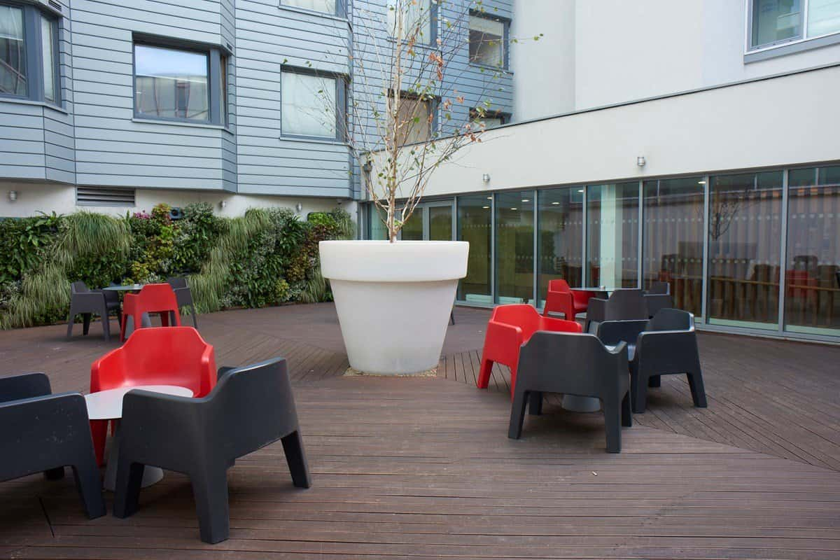 Chapter-Aldgate-London-Outdoor-Lounge-Unilodgers