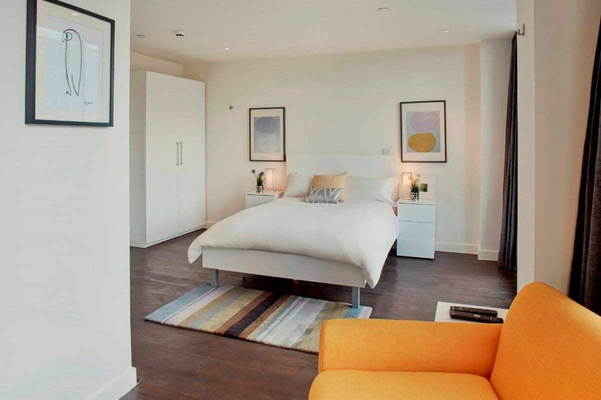 Chapter-Aldgate-London-Platinum-Studio-Bedroom-1-Unilodgers