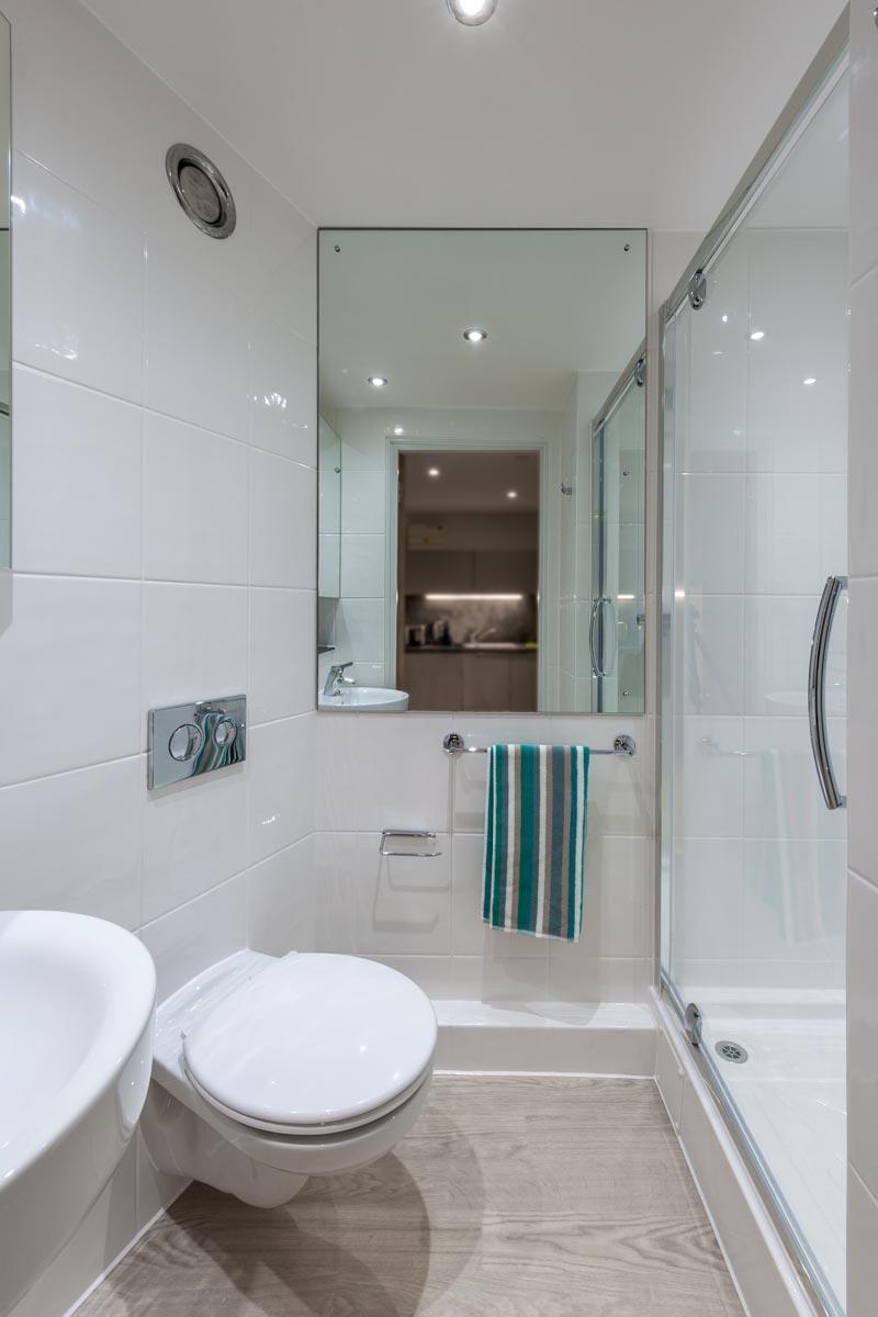 Cityside-Leeds-En-Suite-Bathroom-Unilodgers