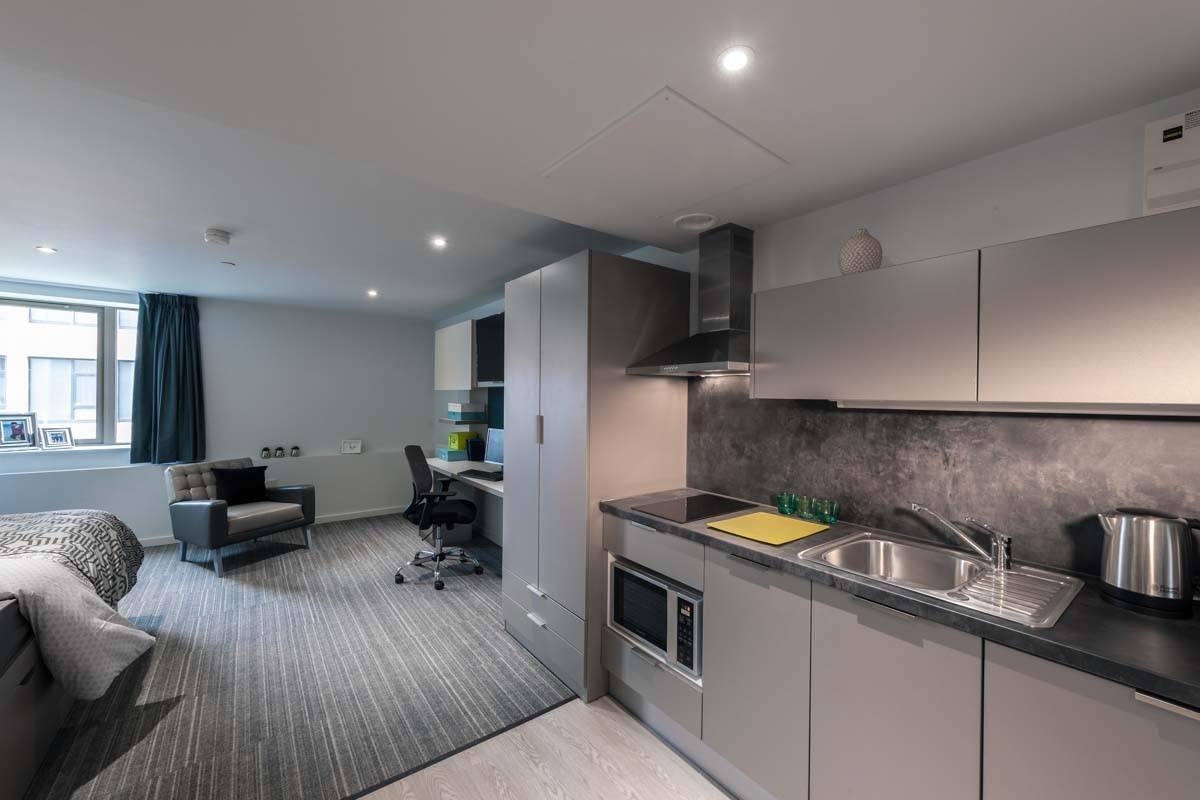 Cityside-Leeds-Studio-McCoy-Wynne-Kitchen-Unilodgers