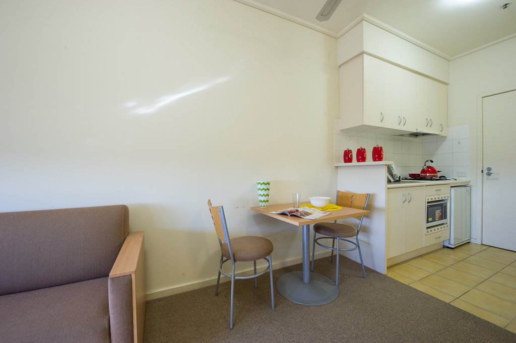 College-Square-on-Lygon-Melbourne-Dining-Kitchen-Area-Unilodgers