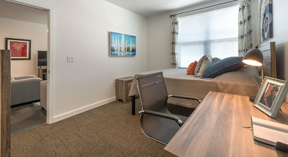 College-Town-Phase-III-Student-Apartments-Tallahassee-FL-Bedroom-With-Study-Desk-Unilodgers