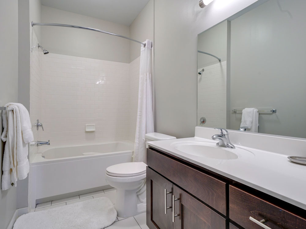 College-and-Crown-New-Haven-CT-Bathroom-Unilodgers