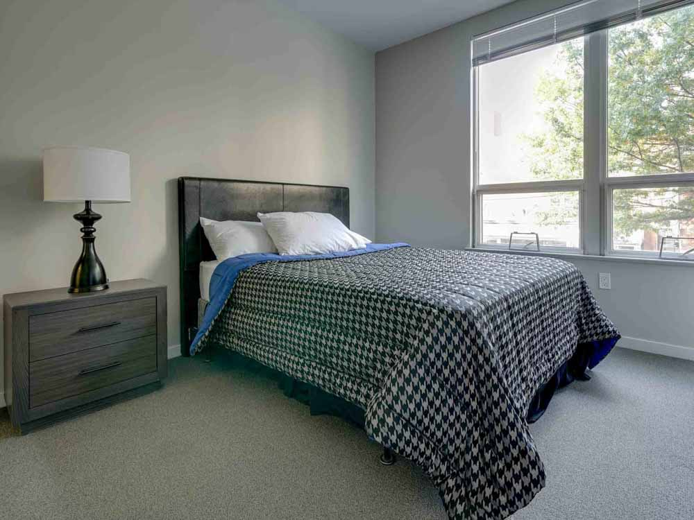 College-and-Crown-New-Haven-CT-Bedroom-Unilodgers