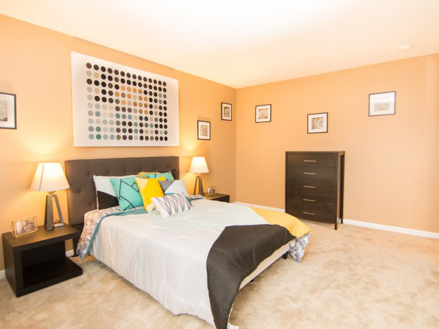 Colonie-Apartments-Amherst-NY-Bedroom-Unilodgers