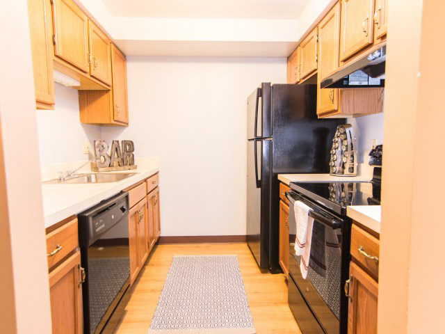 Colonie-Apartments-Amherst-NY-Kitchen-Unilodgers
