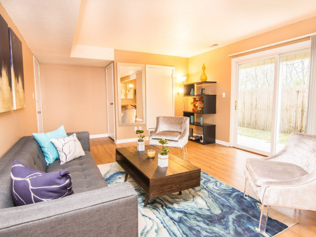 Colonie-Apartments-Amherst-NY-Living-Room-Unilodgers