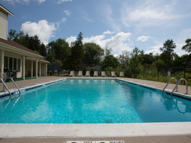 Colonie-Apartments-Amherst-NY-Swimming-Pool-Unilodgers